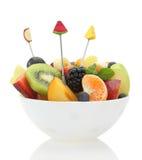 Ensalada de fruta mezclada fresca en un cuenco fotos de archivo