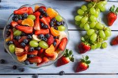 Ensalada de fruta sabrosa de la primavera Imagen de archivo