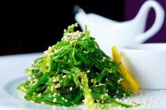 Ensalada de la alga marina de Chuka imagenes de archivo