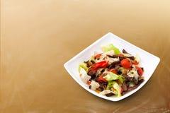 Ensalada de la carne con las verduras Imagenes de archivo