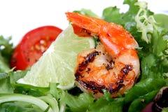 Ensalada de la gamba de Barbequed con lechuga del camarón y cal verde Foto de archivo libre de regalías