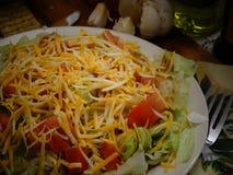 Ensalada de la lechuga con queso imagen de archivo libre de regalías