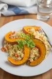 Ensalada de la quinoa con la calabaza asada a la parrilla Imagen de archivo libre de regalías
