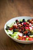 Ensalada de las verduras frescas en una placa Foto de archivo