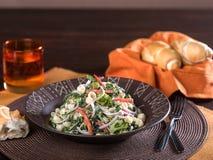 Ensalada de pasta con las verduras Imagen de archivo libre de regalías