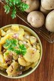 Ensalada de patata alemana tradicional imagen de archivo