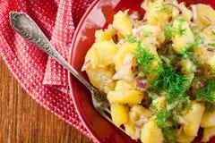 Ensalada de patata alemana tradicional imagenes de archivo