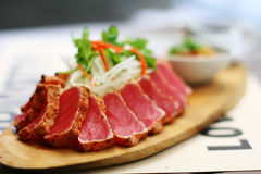 Ensalada de Tuna Tataki Foto de archivo libre de regalías