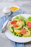 Ensalada de verduras frescas fotografía de archivo libre de regalías
