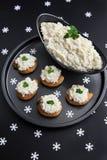 Ensalada del aperitivo de la coliflor y de la mayonesa imágenes de archivo libres de regalías