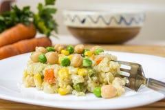 Ensalada del arroz con las verduras Foto de archivo libre de regalías