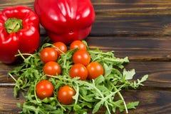 Ensalada del Arugula con los tomates Fotografía de archivo