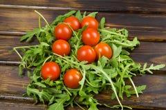 Ensalada del Arugula con los tomates Fotos de archivo libres de regalías