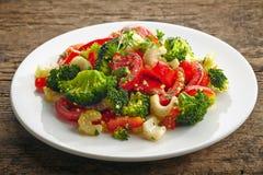 Ensalada del cuscús con las verduras imagen de archivo