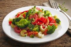 Ensalada del cuscús con las verduras imagen de archivo libre de regalías