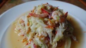 Ensalada del pepino con los camarones y el huevo hervido Foto de archivo libre de regalías