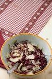 Ensalada del Radicchio, nueces, peras y parmesano formado escamas Fotos de archivo libres de regalías