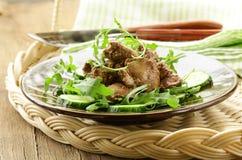 Ensalada deliciosa con el hígado de pollo Imágenes de archivo libres de regalías