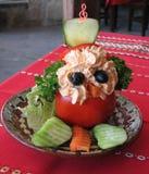 Ensalada divertida del tomate en restaurante E bulgaria Fotos de archivo libres de regalías