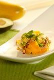 Ensalada fresca con el mango y el aguacate fotografía de archivo libre de regalías