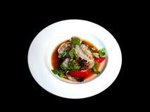 Ensalada fresca picante del camarón en negro aislada imagenes de archivo