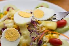 Ensalada hervida del huevo. Fotografía de archivo libre de regalías