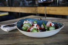 Ensalada italiana en restaurante Fotos de archivo