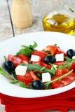 Ensalada mediterránea griega con queso de queso Feta Imágenes de archivo libres de regalías