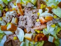 ensalada mezclada con las verduras y los mariscos foto de archivo libre de regalías