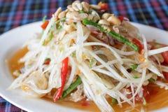 Ensalada picante de la papaya tailandesa, Tum del som, Tailandia. Fotos de archivo