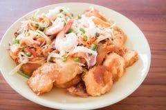 Ensalada picante de la stir-fritada del queso de soja del camarón y del huevo foto de archivo
