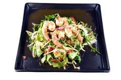 Ensalada picante del camarón en el plato, comida tailandesa Foto de archivo libre de regalías