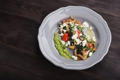 Ensalada sabrosa con las verduras asadas a la parrilla Fotografía de archivo