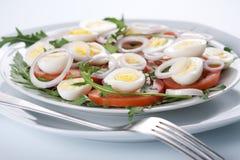 Ensalada sana con los huevos Fotos de archivo libres de regalías