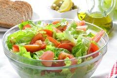 Ensalada sana del tomao y de la lechuga Foto de archivo libre de regalías