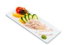 Ensalada sana y sabrosa de los mariscos con los camarones en un fondo blanco en el menú del restaurante Consumición de concepto Fotos de archivo