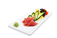 Ensalada sana y sabrosa de los mariscos en un fondo blanco en el menú del restaurante Consumición de concepto Foto de archivo