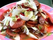 Ensalada tailandesa de la salchicha de los pescados imagen de archivo