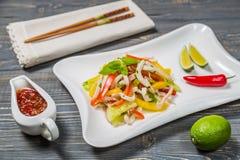 Ensalada tailandesa picante con el calamar Foto de archivo