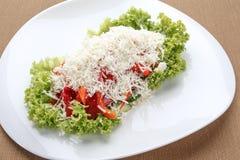 Ensalada vegetal con queso de las ovejas Imagen de archivo libre de regalías