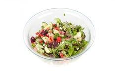 Ensalada vegetal en un tazón de fuente de cristal grande Imagen de archivo libre de regalías