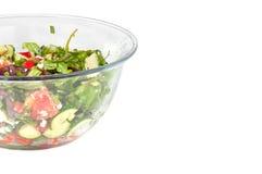 Ensalada vegetal en un tazón de fuente de cristal grande Fotografía de archivo