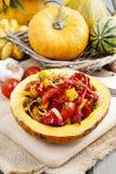 Ensalada vegetal servida en calabaza Imagen de archivo