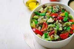 Ensalada vegetariana sana, comida deliciosa del vegano Imagenes de archivo