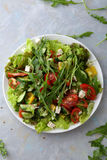Ensalada verde fresca y quebradiza de las verduras fotografía de archivo libre de regalías