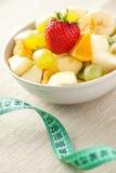 Ensalada y dieta de fruta Fotografía de archivo libre de regalías