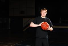 ensam basketspelare Arkivfoto