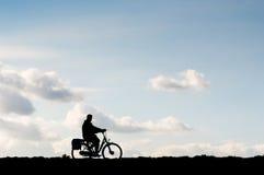 Ensam cyklist Royaltyfri Fotografi