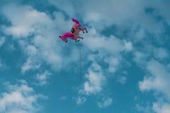 Ensam enhörningballong på himmel arkivfoton
