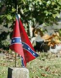 ensam flagga Fotografering för Bildbyråer